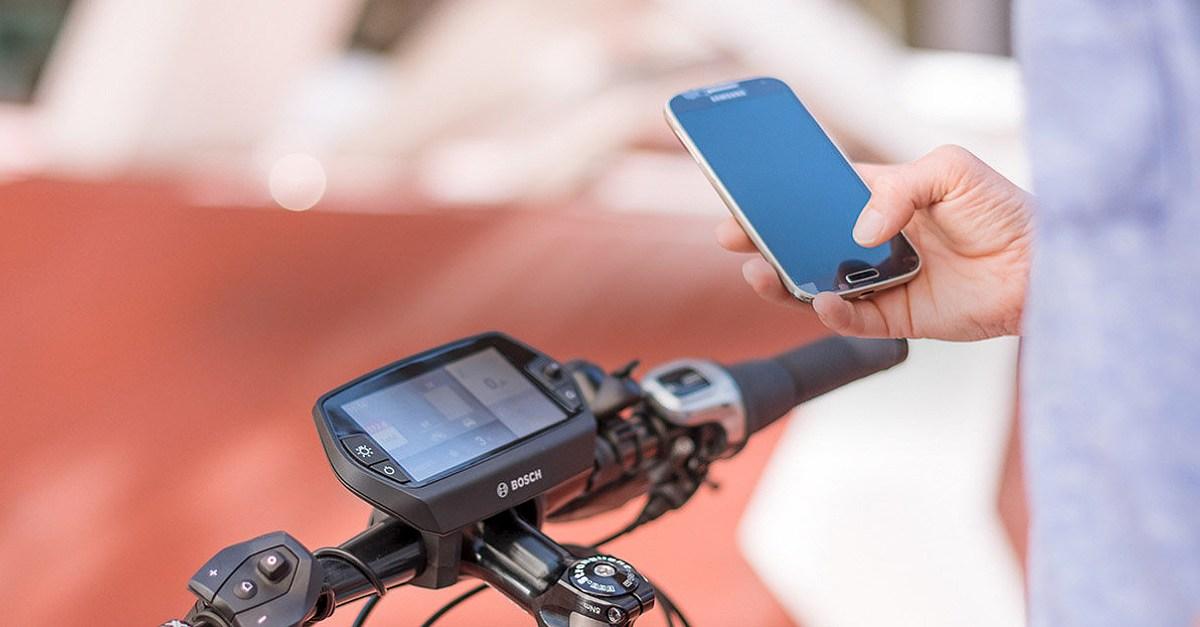 Nyon spojený so smartfónom a internetom