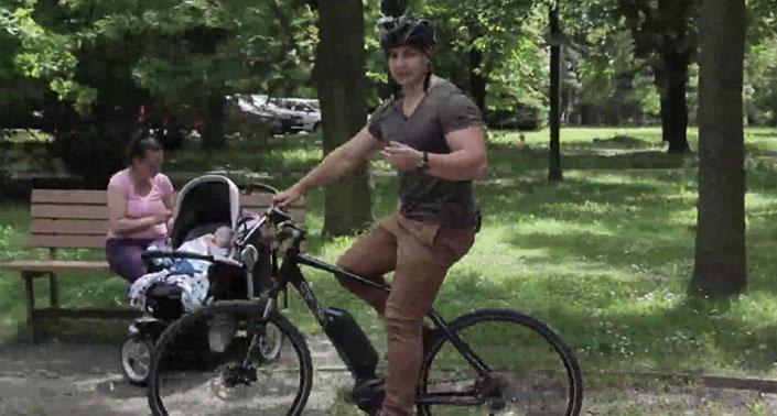Jazda na elektrobicykli v meste
